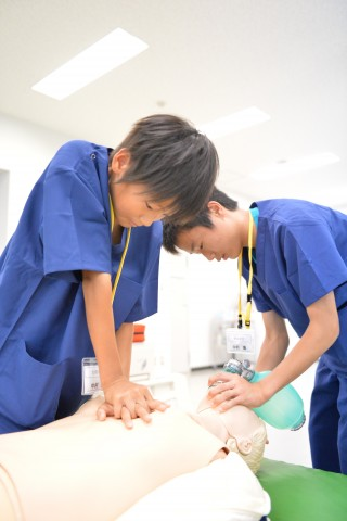 胸骨圧迫学生